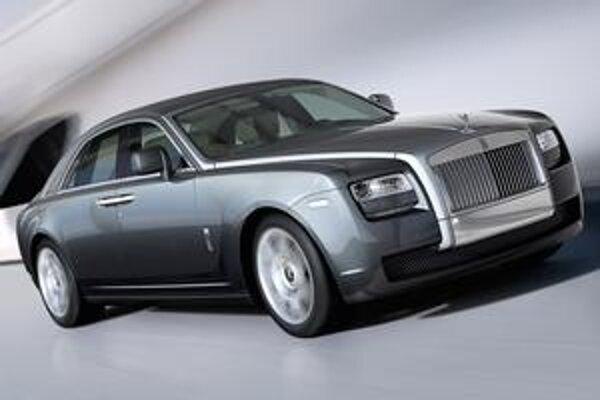 Dvere sa otvárajú proti sebe. Ghost je najvýkonnejším modelom firmy Rolls-Royce.