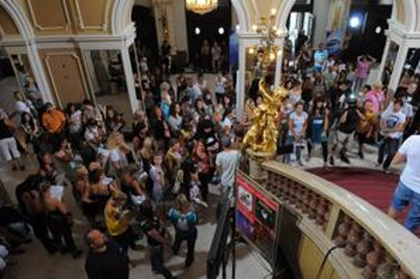 """""""Prežili"""" len najlepší. Do divadla prišlo 120 súťažiacich, s úsmevom odchádzali len 24."""