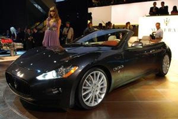 Maserati Gran Cabrio. Je to prvý štvormiestny kabriolet firmy Maserati