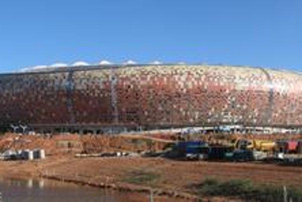 Štadión FNB Stadium, nazývaný aj Soccer City. Na tomto štadióne bude otvárací ceremoniál, otvárací zápas i finálový zápas.