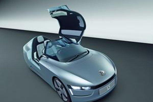 Štúdia Volkswagen L1. Vozidlo má dve sedadlá za sebou a nastupuje sa doň po odklopení krytu.