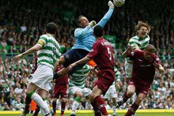 V akcii. Brankár M. Kello privádzal hráčov Celticu Glasgow do zúfalstva.