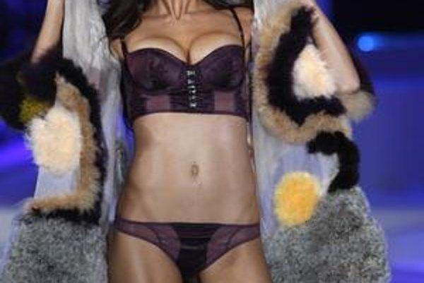 Adriana Lima je tvárou luxusnej značky spodnej bielizne.