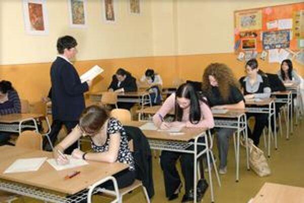 Externé maturity. Študentom robilo najväčšie problémy čítanie s porozumením.