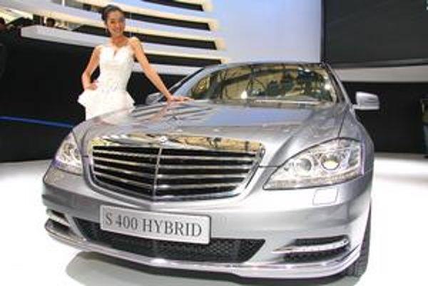 """Mercedes-Benz S400 Hybrid. """"Esko"""" sa dodáva aj s hybridnou hnacou sústavou"""