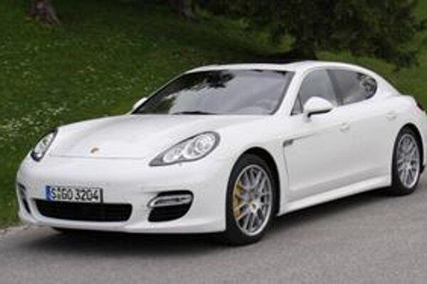 Porsche Panamera. Je to limuzína triedy Gran Turismo