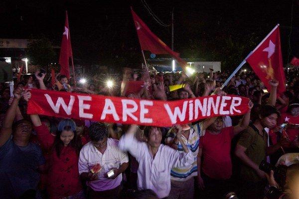 Prívrženci Národnej ligy za demokraciu dúfajú, že voľby prinesú do Barmy skutočnú zmenu.