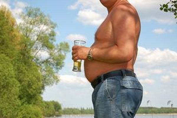 Pivné bruško nemusí byť od piva. Určujúcimi faktormi spôsobu priberania sú zrejme gény a stravovacie zvyklosti.