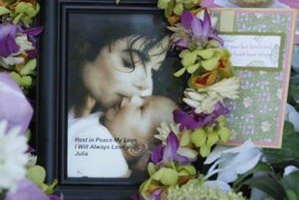 Odpočívaj v pokoji. S Kráľom popu sa lúčil celý svet, jeho piesne budú žiť večne.