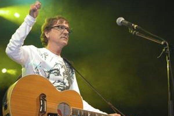 Nestárnuci. Žbiro má už 56, stále koncertuje a vymýšľa nové hity.