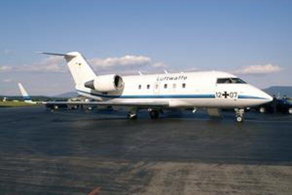 Lietadlo Canadair Challenger 601. Nemecké vojenské letectvo používa challengery na prepravu štátnych činiteľov.