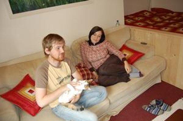 Budúci manželia. Katka a Michal si rozumejú, ich láska vyvrcholí do manželstva.