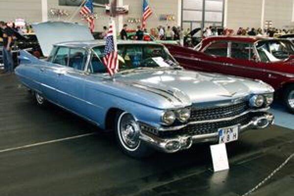 Cadillac Sedan de Ville 1959. Na jeho pohon slúžil 6,4-litrový vidlicový osemvalec.