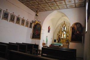 Interiér kostola. Jeho obnova trvala tri roky.