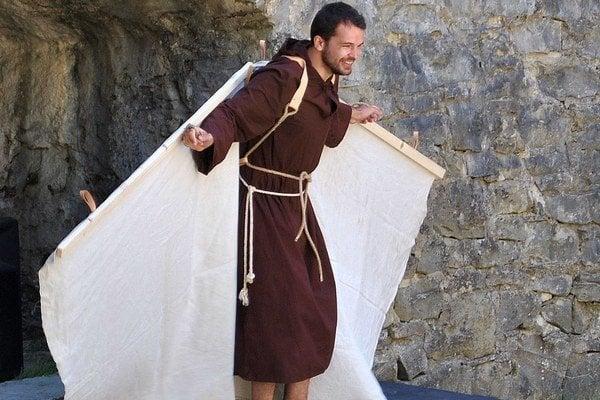 Lietajúci Cyprián. Stvárňuje ho Tomáš Senko.