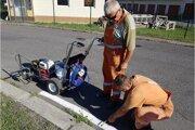 Kúpili nový stroj. Ušetria askvalitnia dopravné značenie.