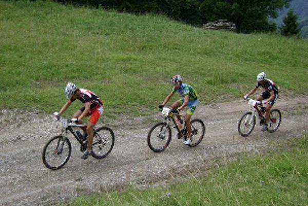 V hlavnej kategórii na 45 km zvíťazil Ján Fojtík.