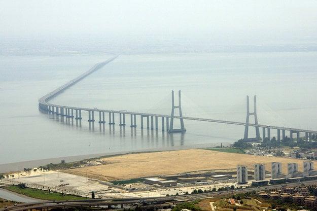 Lisabon. Ponte Vasco da Gama.