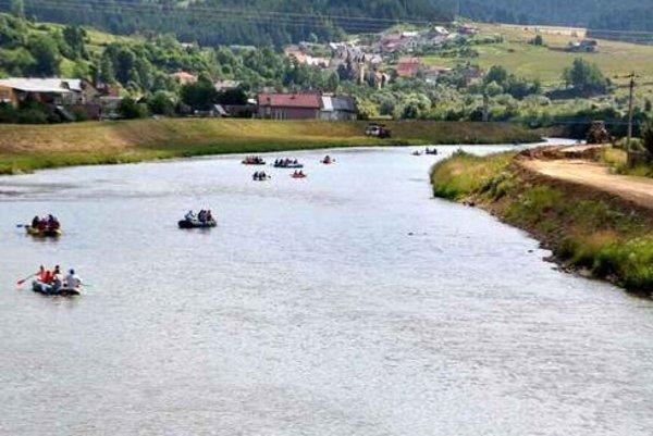 Hraničná rieka. S Poľskom sa o ňu delíme asi na tridsiatich kilometroch.