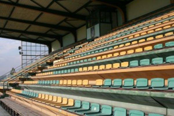 Tribúna ostane v sezóne 2012/13 prázdna.