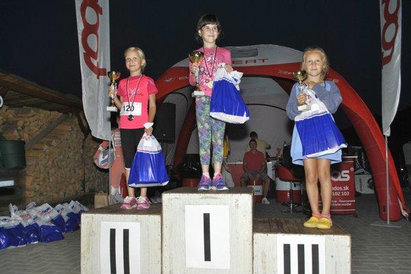 Dievčatá do 8 rokov. Víťazka Kristína Zimmermann zKluknavy.