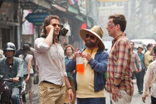 Bradley Cooper aj so zlostnou opičkou vo filme Vo štvorici po opici.
