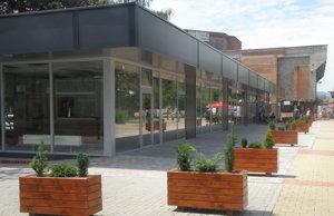 Nový objekt ponúka občerstvenie a nákupy v príjemnom prostredí.
