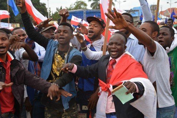 Sassou Nguesso je jedným z veteránov africkej politiky a ďalším, kto prišiel s kontroverzným návrhom predĺžiť si zotrvanie pri moci prostredníctvom zmien v platnej ústave.