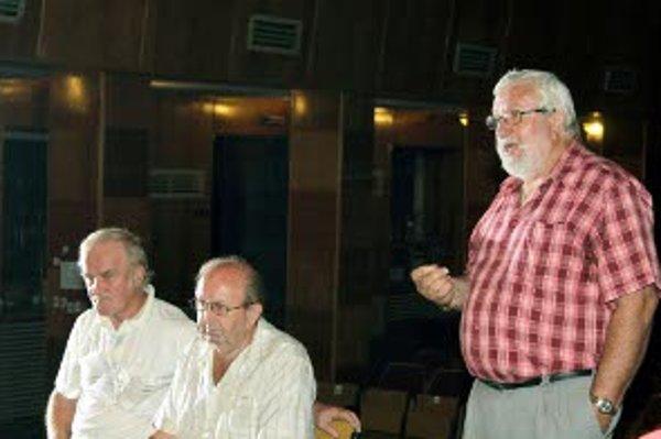 Marián Daubner (vpravo) chodí diskutovať o závislostiach.
