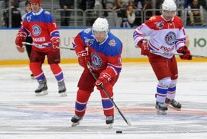 Hokejista Vladimir Putin. Tento šport urobil súčasťou sovietskej politiky Putinov predchodca Leonid Brežnev.
