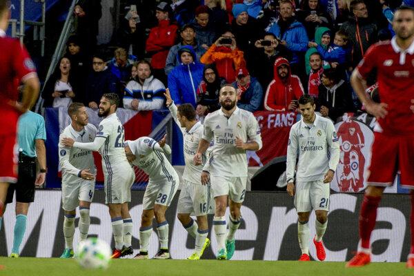 Hráči Realu Madrid sa tešia po góle Sergia Ramosa.