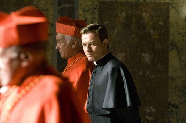 Ewan McGregor vo filme Anjeli a démoni podľa knihy Dana Browna.