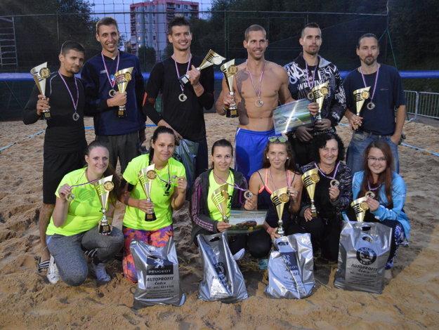 Spoločné foto medailistov The Best of Autoprofit Čadca Grand Slam Beach Tour 2016.