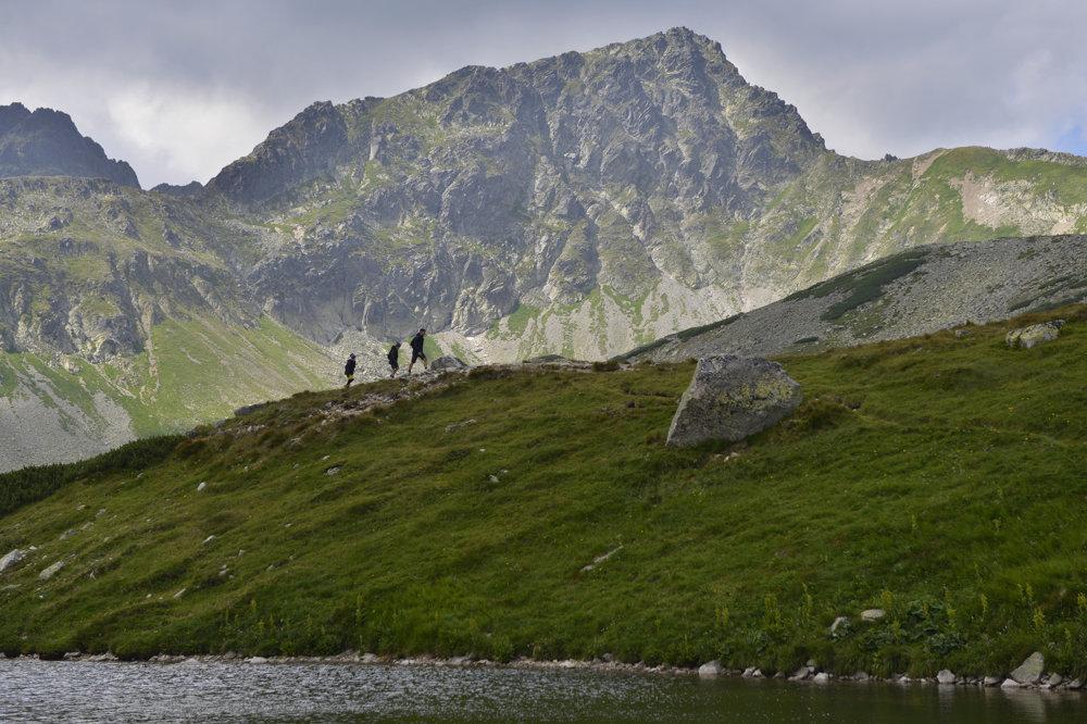 Svišťový štít z Veľkej Studenej doliny od Starolesnianskeho plesa.