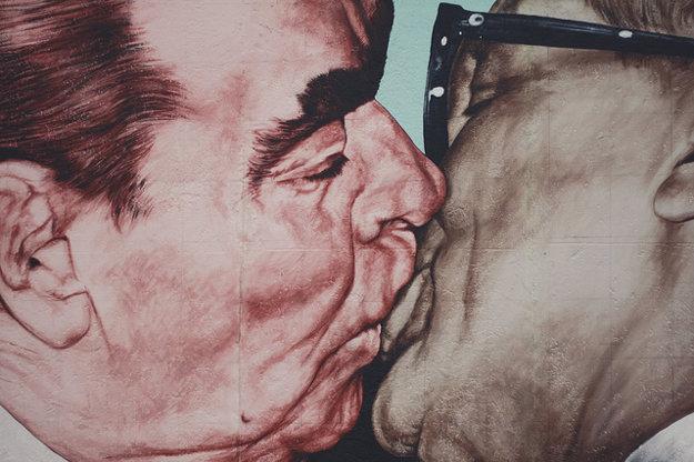 Jedna zo smrteľných podôb lásky medzi ZSSR a NDR.