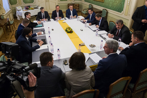 Na koaličnej rade zastupovali Sieť Radoslav Procházka, Eduard Adamčík a Igor Janckulík. Táto zostava je už minulosťou.