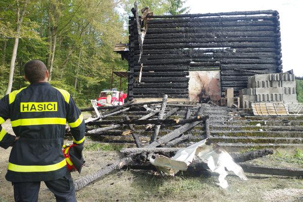 Kostolík bol pýchou obce. Zničil ho požiar. Ľudia sú sklamaní.
