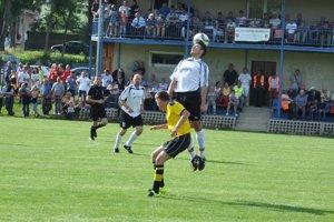 Oravské derby medzi Bobrovom a Jasenicou sledovali viac ako štyri stovky divákov.