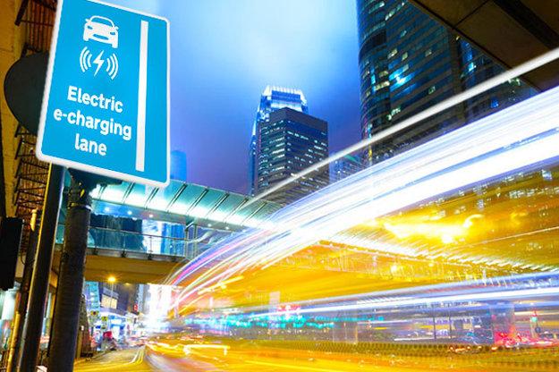 Značka označujúca vyhradený jazdný pruh pre nabíjanie elektromobilov.