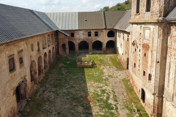 Na snímke interiér coburgovského kaštieľa v Jelšave.
