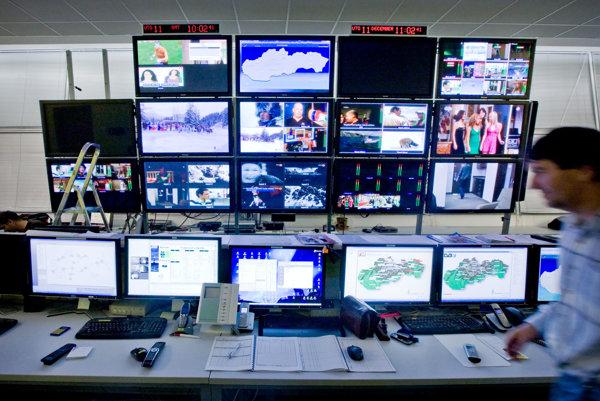 Dispečing spoločnosti Towercom v bratislavskej televíznej veži na Kamzíku.
