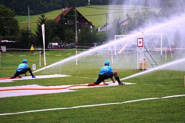 z našich sa najlepšie darilo hasičom z Ďurďového, ktorí skončili na tretej priečke a dosiahli zároveň aj najlepší čas zo slovenských účastníkov.