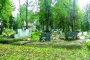 Poslanci sa budú venovať aj nájmom na cintorínoch.