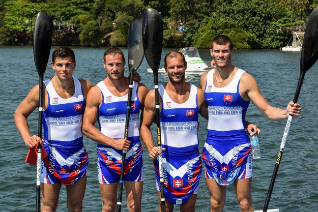 Zľava Denis Myšák, Erik Vlček, Juraj Tarr a Tibor Linka sa predstaví vo finále olympijských pretekov.