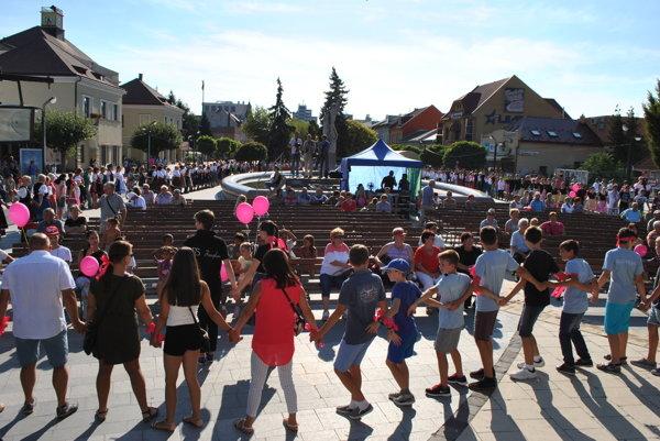 Na námestí v Michalovciach sa zišli stovky tanečníkov.