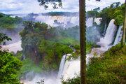 Brazília má exotickú prírodu, napríklad vodopády Iguacu.