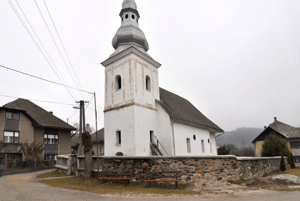 Evanjelický kostol vMarkuške. Historici kostol datujú do začiatku 14. storočia.