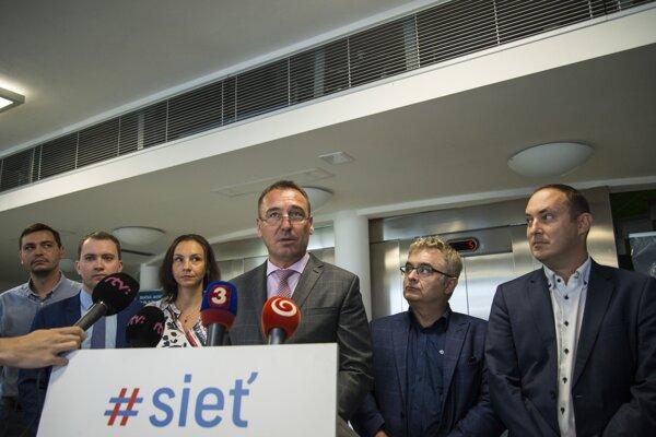 Členovia predsedníctva strany Sieť.