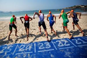 Triatlon mužov, štart pretekov na Copacabane.
