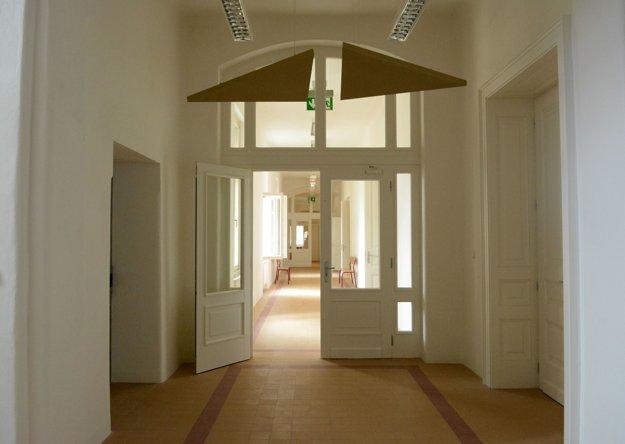 Chodba. Vbývalej pôrodnici prišlo na svet množstvo Košičanov, po novom bude stavba slúžiť univerzite.
